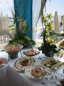 Cannes Beverly Dejeuner Croisette Beach 18 mai 2012 020